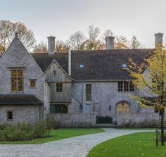 Tudor Cottage, Cottage Style, English Manor, English Style, Mansions Homes, Stone Houses, Types Of Houses, Classic House, Beautiful Homes