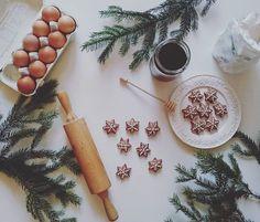 Coraz bliżej święta 🎄 🎁, przepis na ciasteczka korzenne można znaleźć na blogu www.cherryshake.pl 😊🍪🍯 chyba znów je zrobię 😀 #cookies #sosweet #omomom #yummy #honey #ciasteczka #ciasteczkakorzenne #miod #christmastime #foodstagram #instafood #instaphoto #inmykitchen #photographyoftheday #foodporn #blog #cherryshake_pl #swieta #pieke #tv_stilllife #kuchnia #christmasiscoming #beautiful #sogood #christmascookies