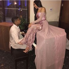 Image shared by PrettyTM. Find images and videos about pretty, couple and Prom on We Heart It - the app to get lost in what you love. Prom Outfits, Homecoming Dresses, Prom Tuxedo, Prom Couples, Prom Goals, Prom Photos, Prom Queens, Senior Prom, Boyfriends