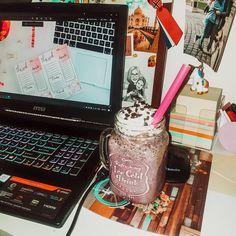 """17 aprecieri, 0 comentarii - Andrela.ro (Andreea Anton) (@andrela_ro) pe Instagram: """"Am început să lucrez la un nou proiect despre care nu pot să vă spun nimic momentan. 👩💻 Cu ocazia…"""" Laptop, Posts, Electronics, Instagram, Messages, Laptops, Consumer Electronics"""