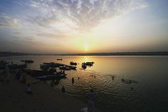 Monday Sunrise : Sunrise over the Ganges River in Varanasi India.      #travel #artofvisuals #instatravels #igtravels #instagood #beautifuldestinations #passionpassport #discovertheworld #discoverearth #earthofficial #travelstoke #travelblogger #doyoutravel #theglobewanderer #worlderlust #streetsnaps #TravelBug #TravelPics #TravelMore #wander #TravelAddict #wanderlust #TravelIndia #India #varanasi #sunrise #shadow #river #clouds #ganges