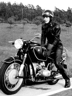 This is a perfect example of the difference between Harley girls and BMW girls. BMW girls actually ride, not just pose with the bike