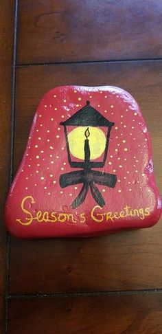 Painted Rock Ideas - Do you need rock painting ideas for spreading rocks around your neighborhood or the Kindness Rocks Project? Here's some inspiration with my best tips! Pebble Painting, Pebble Art, Stone Painting, Rock Painting Patterns, Rock Painting Designs, Stone Crafts, Rock Crafts, Christmas Rock, Christmas Crafts