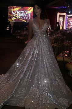 This sparkly dress would be a perfect formal gown for a prom or other formal occasions. The rose gold sparkly sequin dress featuring long formal evening prom gown, with plunging V-neck and a full skirt. Elegant Dresses, Pretty Dresses, Formal Dresses, Grad Dresses, Homecoming Dresses, Sequin Prom Dresses, Long Prom Gowns, Backless Prom Dresses, Beautiful Gowns