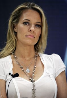 Jeri Ryan...so hot on Star Trek....&   Body of  proof