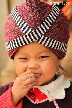 Laos || Thakhek - Kindje in klederdracht