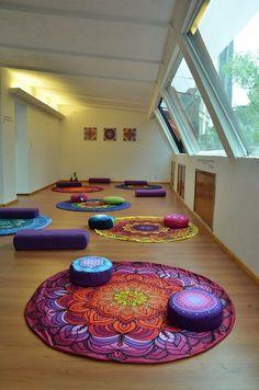 Meditation room ideas – home - Yoga Meditation Room Decor, Meditation Corner, Meditation Space, Yoga Meditation, Yoga Decor, Yoga Studio Design, Yoga Room Design, Yoga Inspiration, Reiki Room