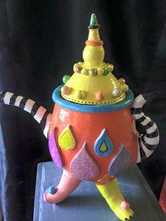 Ceramic teapot, keramiek theepot grmaakt door cursiste Dymphy.