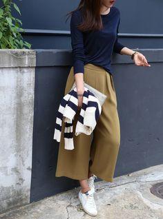 I love this amazing urban fashion photography! Love Fashion, Korean Fashion, Autumn Fashion, Fall Outfits, Casual Outfits, Urban Fashion Photography, Pantalon Large, Looks Cool, Mode Inspiration