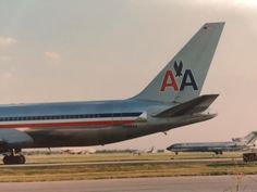 American Airlines 767 taxiing at Chicago O'Hare