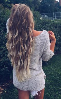 Love the blonde highlighted tip or ends of the hair