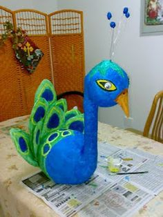 Made with ballons and toilet paper rolls ...wonder if I could do this with 2 easter eggs for the head and body. #Peacock craft #DIY