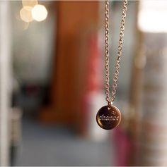 bonne chance* Médaille 10 mm plaqué or 18 carats personnalisable sous 48h* Disponible ici : http://delphinepariente.fr/fr/medailles/9-collier-medaille-10-mm-plaque-or-750-ou-argent-925.html