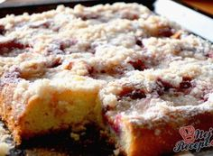 Quick plum cake with sprinkles, Czech Recipes, Plum Cake, Easy Cake Recipes, Fall Desserts, Baking Pans, Banana Bread, Good Food, Food And Drink, Cooking Recipes