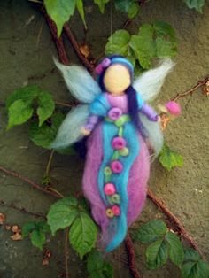 hadas de vellon - Buscar con Google Wet Felting, Needle Felting, Felt Crafts, Diy And Crafts, Felt Fairy, Mermaid Dolls, Clothespin Dolls, Felting Tutorials, Waldorf Dolls