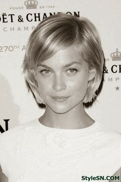 SHORT BEAUTIFUL LOOK TRENDY SHORT HAIRSTYLES
