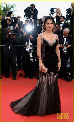 Salma Hayek - 'Once Upon a Time in America' Premiere - Gucci Première gown  Gucci, Boucheron jewels.