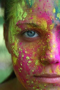 Holi celebrations Earlier this week Hindus greeted the turn of winter into spri… Holi-Feiern Anfang dieser Woche begrüßten Hindus die Holi Ka Photo, Happy Holi Photo, Powder Paint Photography, Color Photography, Photography Projects, Creative Photography, Holi Powder, Holi Colors, Colours
