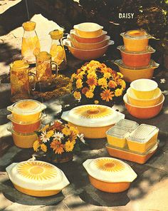 PYREX should really bring back their bright, happy SUNFLOWER collection!!! Everyone LOVES sunflowers!!!