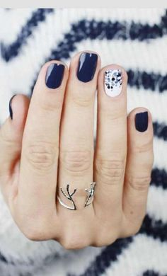 ♫ It's just another mani-Monday. ♪