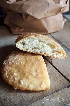 Il pane che si fa da solo – Le ciabattine | IlGattoGhiotto.it Nutella, Biscotti, Sauces, How To Make Bread, Pain, Cooking Time, Buffet, Food And Drink, Cheese
