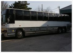 This beautiful luxury coach can easily seat 30 passengers in comfort and style. It is absolutely the best thing for bridal parties, corporate events, winery tours. If you have a group of people who want to keep together in the lap of luxury, then this is your limousine to do it in!