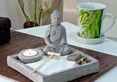 How do you Feng Shui your home? What does Feng Shui even mean? Feng Shui isnt as confusing as one may think, here are some tips to re-energise your home. Meditation Corner, Meditation Space, Yoga Meditation, Meditation Room Decor, Feng Shui Bedroom Tips, Feng Shui Tips, Jardin Zen Interior, Buddha Religion, Feng Shui Layout