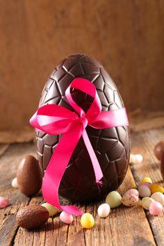 Faire son œuf de Pâques maison n'est pas si compliqué que ça !🥚 Nous vous proposons un tuto pour le réussir grâce aux conseils de Nicolas Cloiseau, Chef Chocolatier de la Maison du Chocolat ! 🍫😋  #DIY #tuto #astuce #conseil #oeuf #chocolat #pâques #lamaisonduchocolat @lamaisonduchocolat #cuisine #recette #chocolate #easter #eggs #oeufenchocolat #paques #miam #yummy #instafood #food #gourmand #plaisir #enfants #kids #healthyfood #sain #picoftheday Fete Pascal, Chocolatier, Eggs, Breakfast, Blog, Cocoa Butter, Chocolate Fondue, Homemade Chocolate, Fish Finger