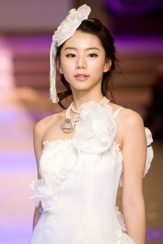 Check out pictures and other Park Soo Jin photos at spcnet. Jin Photo, Picture Photo, Park Soo Jin, Asian Street Style, Famous Stars, Cute Girls, One Shoulder Wedding Dress, Flower Girl Dresses, Actresses