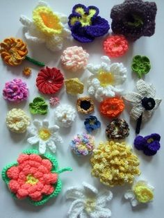Knitted Nature blog - lots of patterns for nature related knitting patterns - flowers, leaves, etc.
