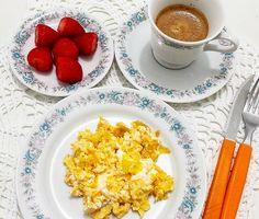Ja tinha até me esquecido de postar meu #CafeDaManha delícia de hoje... .  Café Expresso @escolha_tres  c/Canela  Morangos  2 ovos caipiras mexidos c/1 colher de cream cheese de #kefir (genteeeeeee sério! Experimentem esse ovo c/kefir!) .  #ReeducaçaoAlimentar #SecaVaca #EstiloDeVida #DietaSemSofrer #FitFood #Emagrecimento #Fitness #LifeStyle #Dieta #Saudavel #InstaFood #FocoNaDieta #EuSouDivaFit #Paleo #ReceitasFit #InstaGood #LowCarb #InstaFitness #Nutrição #Funcional #Saude…