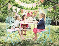 i love this photo- maybe for a tea party idea for a birthday party....my brain's wheels are a-turnin'...