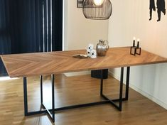 Instagram post added by nygaardsnedkeriet Efterårsfornyelse i boligen 🍂 Står du og mangler et nyt spisebord, der kan bidrage til at sprede varme, stil og kvalitet i hjemmet, så er det nu du skal læse videre 👇🏼 Lige nu kører vi et SUPER TILBUD på vores håndlavede sildebens spisebord, der har den varmeste glød og en kombination af træets naturlige spil. Førpris: 14.500kr. - NU: 10.000kr. Måler 215x100 cm. Trælisterne er håndskåret ud af massiv egetræ med et understel af sort metal ▪️ Med pl By, Dining Table, Furniture, Instagram, Home Decor, Decoration Home, Room Decor, Dinner Table, Home Furnishings