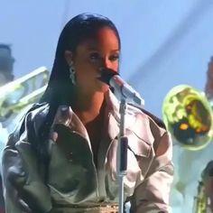 Rihanna- Stay/Diamonds/love on the brain Performance - Mtv awards 2016 mtv rihanna live stay navy loveonthebrain diamonds anti badgalriri kesfet Rihanna Baby, Rihanna And Drake, Mode Rihanna, Rihanna Outfits, Rihanna Riri, Rihanna Video, Rihanna Song, Beyonce, Playlists