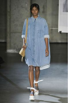 Oversized Shirt Dress by Maison Martin Margiela Spring/Summer 2015 - mon… Neue Outfits, Style Outfits, Summer Outfits, Oversized Shirt Dress, Looks Jeans, Estilo Jeans, Denim Fashion, Womens Fashion, Fashion 2015