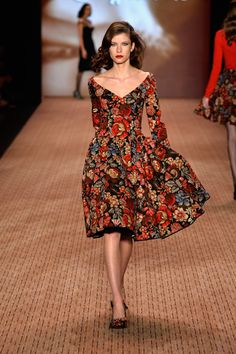 Lena Hoschek at Fashion Week - Women Formal Evening Gowns Floral Long Sleeves Midi Dress for an autumn fall winter outfit inspiration Source by Pangaea_Fall_Fashion dresses summer Fashion Week, Look Fashion, Autumn Fashion, Womens Fashion, Fashion Design, Feminine Fashion, Floral Fashion, Fashion Trends, Dress Skirt