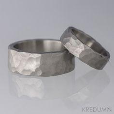 Kovaný titanový snubní prsten - Draill Wide Rings ef05ee68dd1