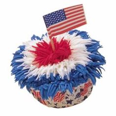 Our Flag Was Still There Cupcakes - Add patriotic punch to your next Independence Day picnic with Our Flag Was Still There! Creative piping makes a delicious fireworks display. Patriotic Cupcakes, Patriotic Party, Fun Cupcakes, Firecracker Cupcakes, Patriotic Desserts, Patriotic Crafts, 4th July Cupcakes, Wilton Cupcakes, Decorated Cupcakes