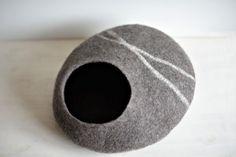 Feutré lit pour chien - laine chat grotte - chat feutre gris foncé lit - maison chat fait main - marbre de laine naturelle - sur commande - cadeau pour les amoureux des chats