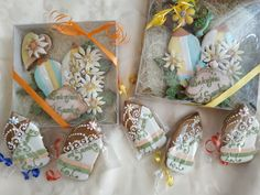 Gift Wrapping, Gifts, Paper Wrapping, Wrapping Gifts, Gift Packaging, Favors, Presents, Gift, Present Wrapping
