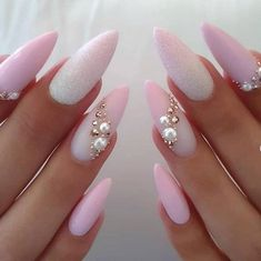 The advantage of the gel is that it allows you to enjoy your French manicure for a long time. There are four different ways to make a French manicure on gel nails. Cute Acrylic Nails, Acrylic Nail Designs, Glitter Nails, Cute Nails, Pretty Nails, Nail Art Designs, Gel Nails, Nails Design, Fabulous Nails