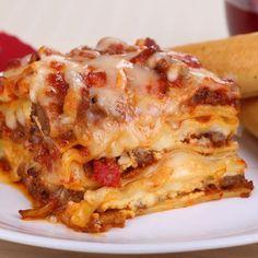 This lasagna casserole is made using a springform pan in the pressure cooker. Pizza Lasagna, Lasagna Casserole, Instapot Lasagna, Instapot Pasta, Chipotle, Instant Pot Lasagna Recipe, How To Make Lasagna, Making Lasagna, Italian Seasoning Mixes