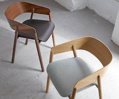 Punt Massivholzstuhl Mava Walnuss Eiche Dinning Chairs, Dining, Minimalist Furniture, Wishbone Chair, Furniture Design, Home Decor, Cafe Interiors, Products, Home