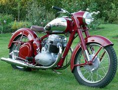 Jawa 500 OHC Motos Vintage, Vintage Cycles, Vintage Bikes, American Motorcycles, Vintage Motorcycles, Cars And Motorcycles, Moto Jawa, Moto Bike, Classic Road Bike