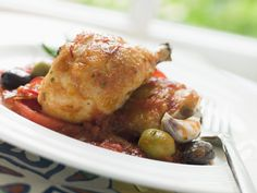 Learn how to make this delicious and healthy Greek Chicken with Olives, Pine Nuts & Feta Cheese. Cilantro Benefits, Cooker Recipes, Paleo Recipes, Pressure Cooking Recipes, Pesto Chicken, Foods To Eat, Carne, Healthy Eating, Healthy Meals