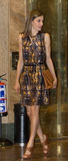 Queen Letizia - Total Hugo Boss - Camel and ocher silk dress - work outfit inspiration