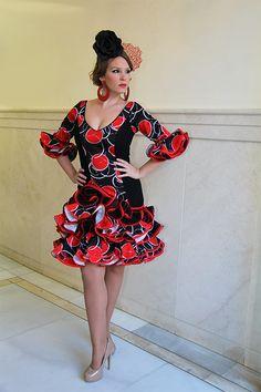 Trajes de flamenca 2015 Caña corto de color negro con toques rojos, son trajes de gitana de talle bajo con subida lateral a la izquierda con tres…  -  El Rocío - Moda flamenca en trajes de flamenca, baile flamenco y zapatos flamenco: Google+