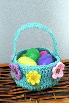 easter basket - powers of love crochet on etsy Crochet Diy, Love Crochet, Crochet Crafts, Crochet Projects, Confection Au Crochet, Easter Crochet Patterns, Holiday Crochet, Crochet Purses, Easter Crafts