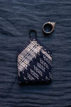 sashiko baby amulet pouch in antique midnight blue от lesamovar