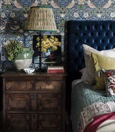 Love the rich blue bed head and contrasting delicate patterns / colours ( tho'. - - Love the rich blue bed head and contrasting delicate patterns / colours ( tho' probably a bit too many patterns here for me) Like the dark wooden furniture Interior Exterior, Home Interior Design, Interior Office, Modern Interior, Home Bedroom, Bedroom Decor, Bedroom Ideas, Chinoiserie Wallpaper, Moody Wallpaper